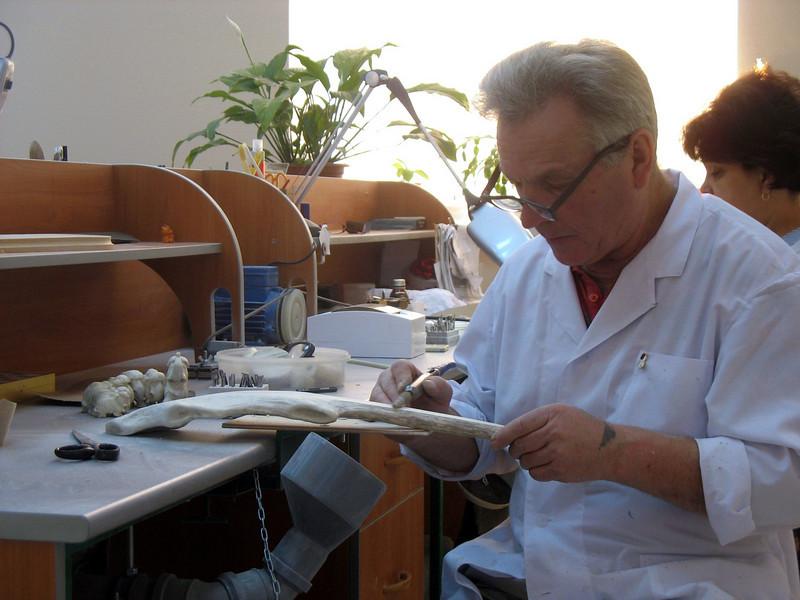 Bone carver at work. (Tobolsk)