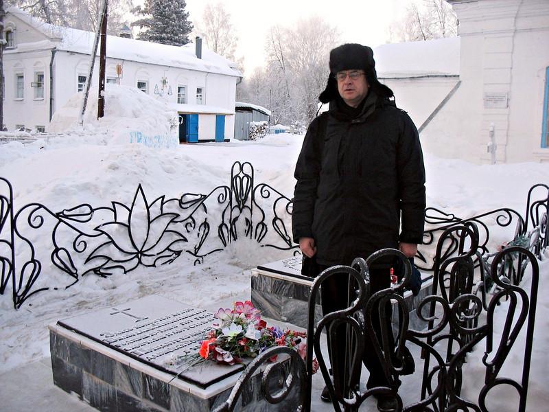 At the grave of Wilhelm Küchelbecher, Decembrist & friend of Pushkin. (Tobolsk)<br /> У могилы Вильгельма Кюхельбекера, поэта, декабриста и друга Пушкина. Тобольск.