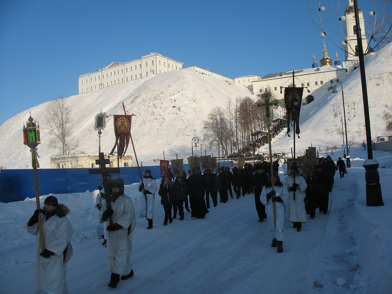 Day of the Epiphany procession to the Irtysh River. (Tobolsk)