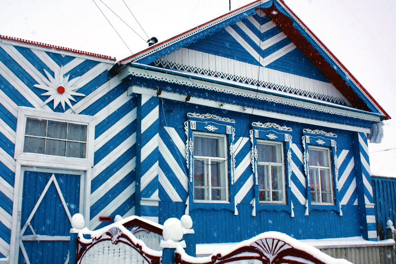 Blue house in the village. Голубень.