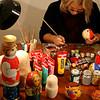 Decorating 'buns' & matryoshki. Валентина - мастерица росписи колобков и матрёшек.