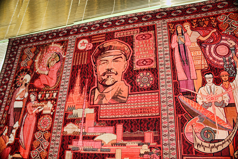 Red carpet honoring Lenin, the Soviet peoples & their accomplishments.<br /> <br /> Туркменский ковёр с портретом Ильича.