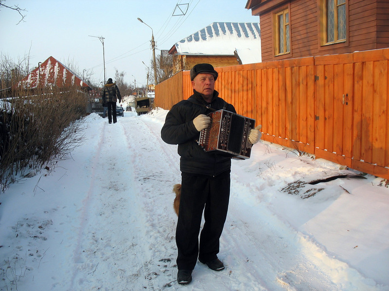 """Misha the fool"" playing his garmoshka on the streets of Suzdal."