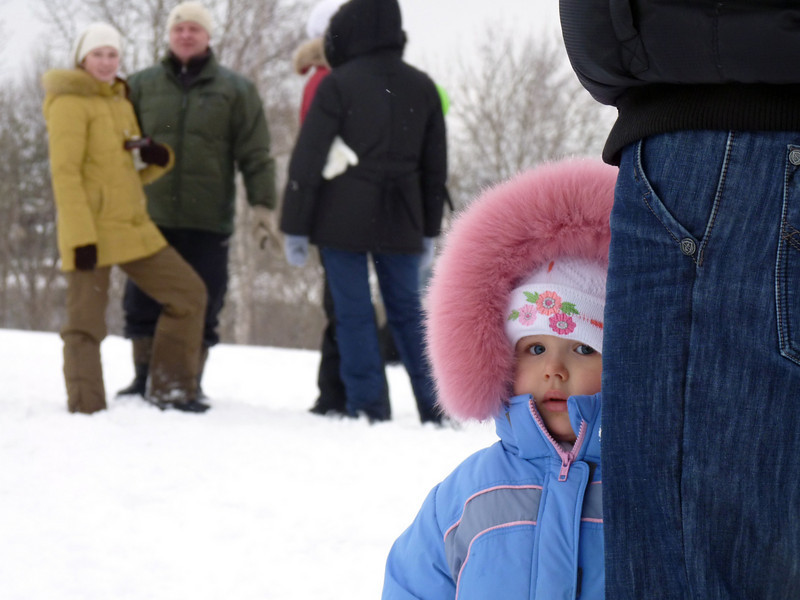 Taking in the winter fun events behind the safety of mother. (Uglich)