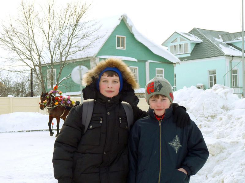 Boys on the street in Vyatskoe village.  Мальчишки в Вятском.