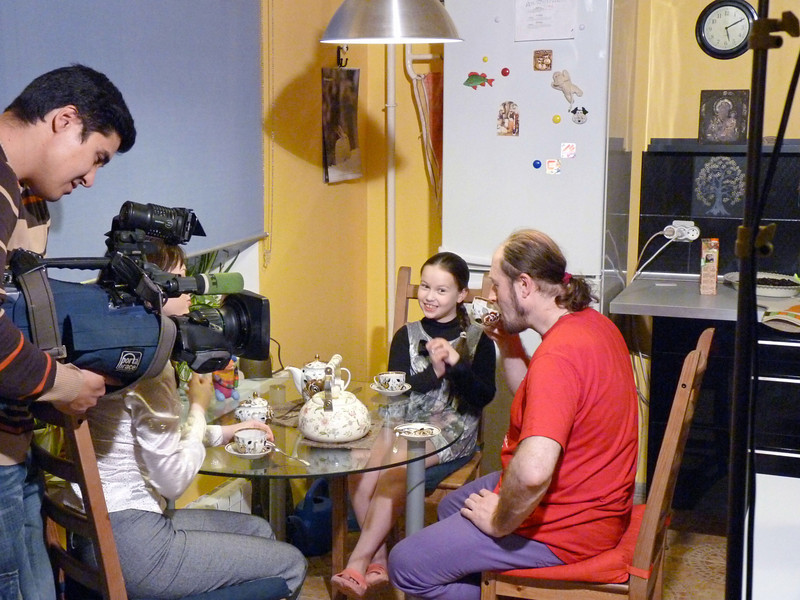 Shooting the 'Funny Felt Company' owners in their kitchen. (Rybinsk)