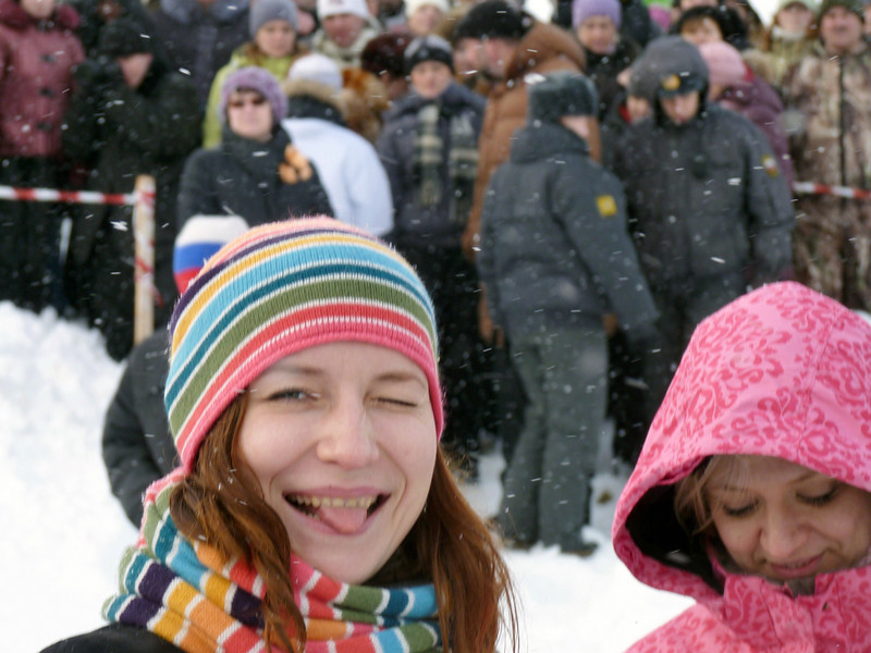 "Tasting the snow at Uglich's Winter Fun Festival. Углич, на фестивале ""Зимние забавы""."