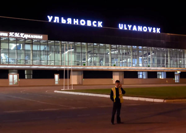 Arriving at Ulyanovsk Baratayevka Airport, Russia, Mon 31 August 2015.  The flight time from Moscow Domodedovo had been about 75 minutes.  The distance is about 550 miles / 900km.