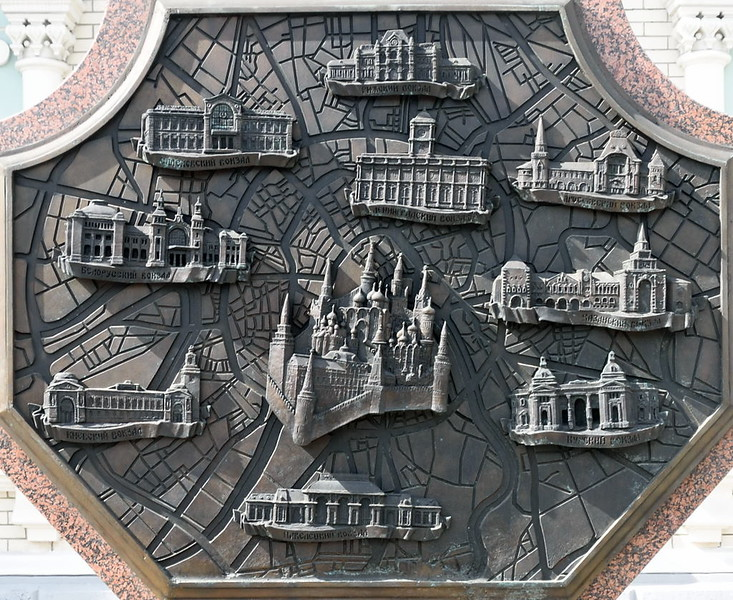 Moscow stations, Rizhskiy train station, Moscow, 30 August 2015 2.  This plaque shows the Moscow stations in a circle round the Kremlin.  At top centre (north) is Rizhskiy, with Leningradskiy below.  Then clockwise are Yaroslavskaya, Kazanskaya, Kurskaya, Pavelesckaya (bottom), Kievskaya, Belorusskaya and Savelovskaya.