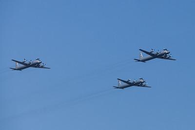 Mehrere Iljuschin Il-38 Anti-U-Boot-Krieg Flugzeuge nehmen teil an einer Parade Kennzeichnung Russische Marine Tag