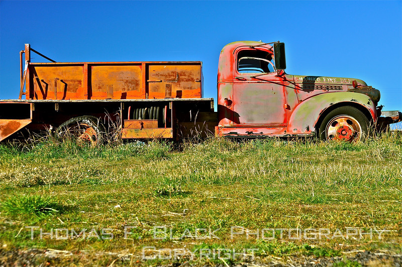 """This and 13 frames following, retired 1940s Chevrolet fire truck, put out to pasture in """"ghost town"""" of Shaniko, OR. [UFP102010]"""