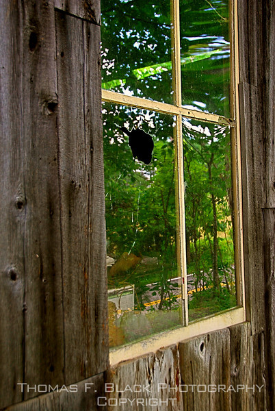 Note hole in pane. Maine. [UFP 072509]
