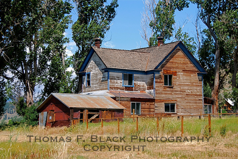 """Very vacant house -- """"For Sale By Owner"""" -- Hwy. 70, Plumas County, CA. Asking price unknown. [UFP 071209]"""