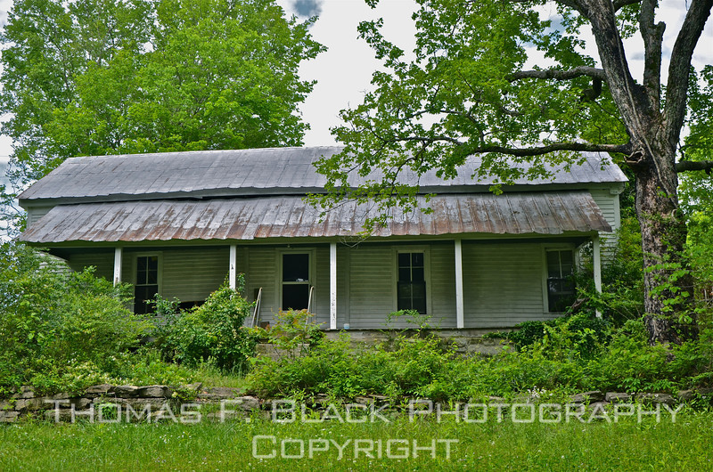 Abandoned house, Perry County, TN. [UFP050311]