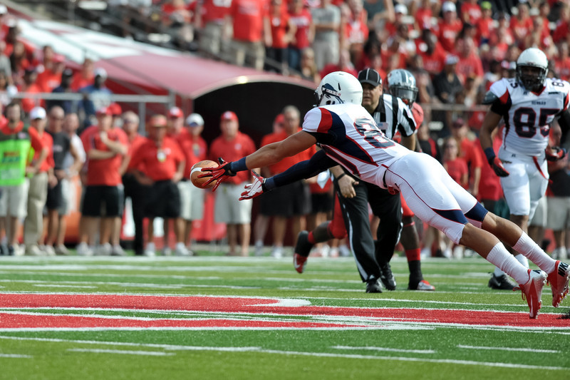A Howard University wide receiver stretches out to try to catch a pass in the first half of Rutgers' 26-0 victory over Howard.
