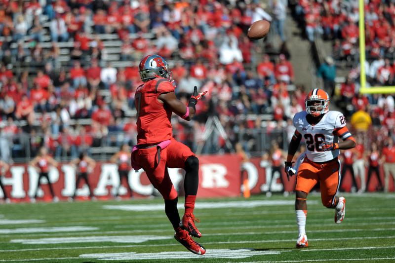 Rutgers wide receiver, BRANDON COLEMAN (17), looks to haul in a pass against the Syracuse University defense.