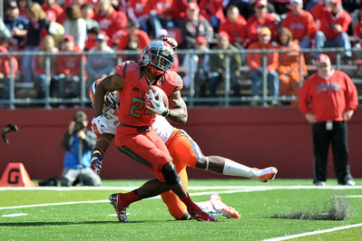 Rutgers defenseive back, MASON ROBINSON (24), squirms away from a Syracuse defender on a kick return.