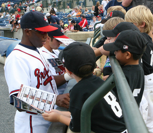Fans getting autographs from CJ Lee and other Rome Brave players