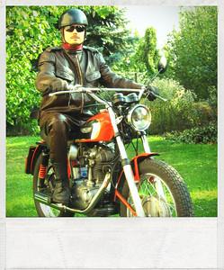 """Polaroid"" plugin pro Zoner Photo Studio 13. Vrátil jsem se v čase o čtyřicet let. ;-) (Motocykl je Ducati Scramber 250, r.v. 1971) ""Polaroid"" plugin for Zoner Photo Studio 13. I went back in time for forty years. ;-) (The bike is Ducati Scramber 250, YOM 1971)"