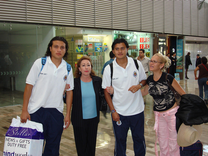 Mexico DF Airport with a couple of players from Las Chivas 2007