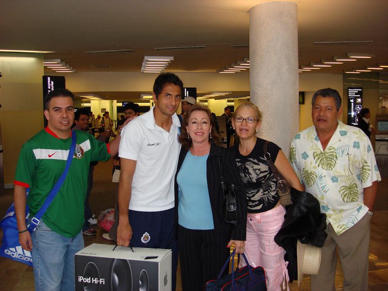 Mexico DF Airport with a player from Las Chivas 2007