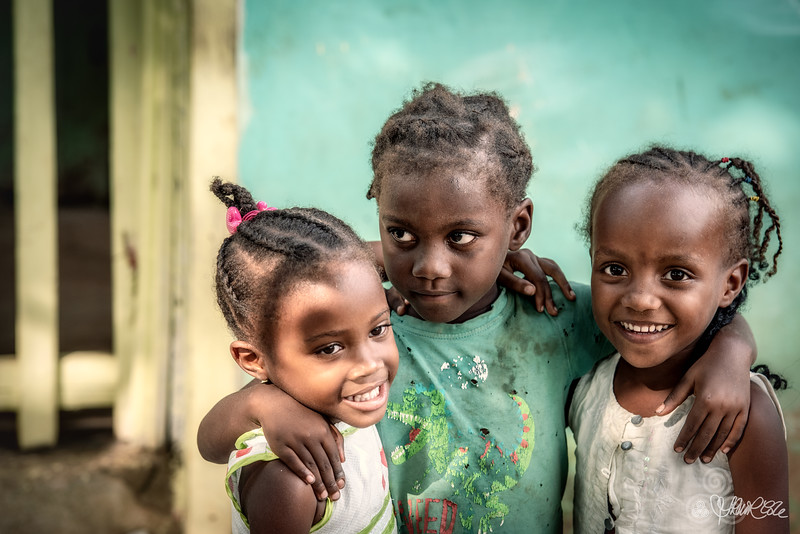 Little girls of Porto Abade