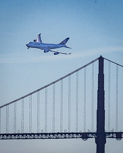 United Airlines Boeing 747 over the Golden Gate Bridge