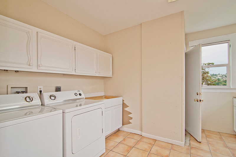 laundry room & stairs to bsmt