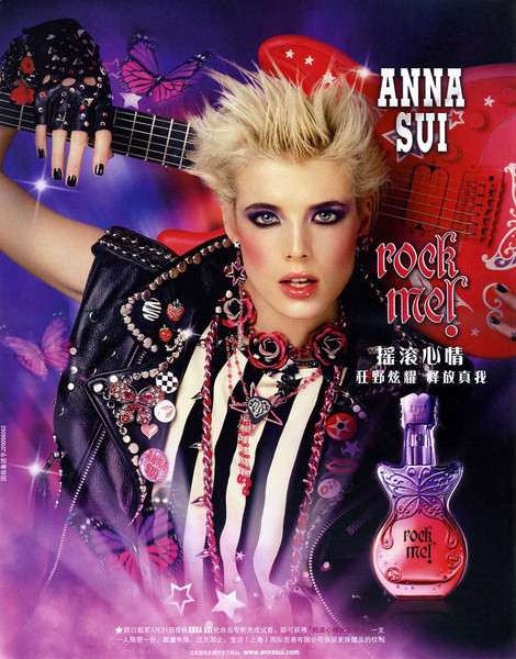 ANNA SUI Rock Me! 2010 China<br /> <br /> MODEL: Agyness Deyn, PHOTO: Steven Meisel