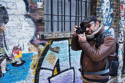 Edmond Terakopian working in Brick Lane, London. October 22, 2017. Photo: Daniel Beltra