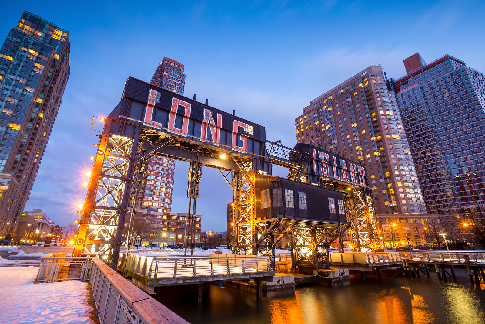 39717504 - the buildings of long island in front of east river at twilight