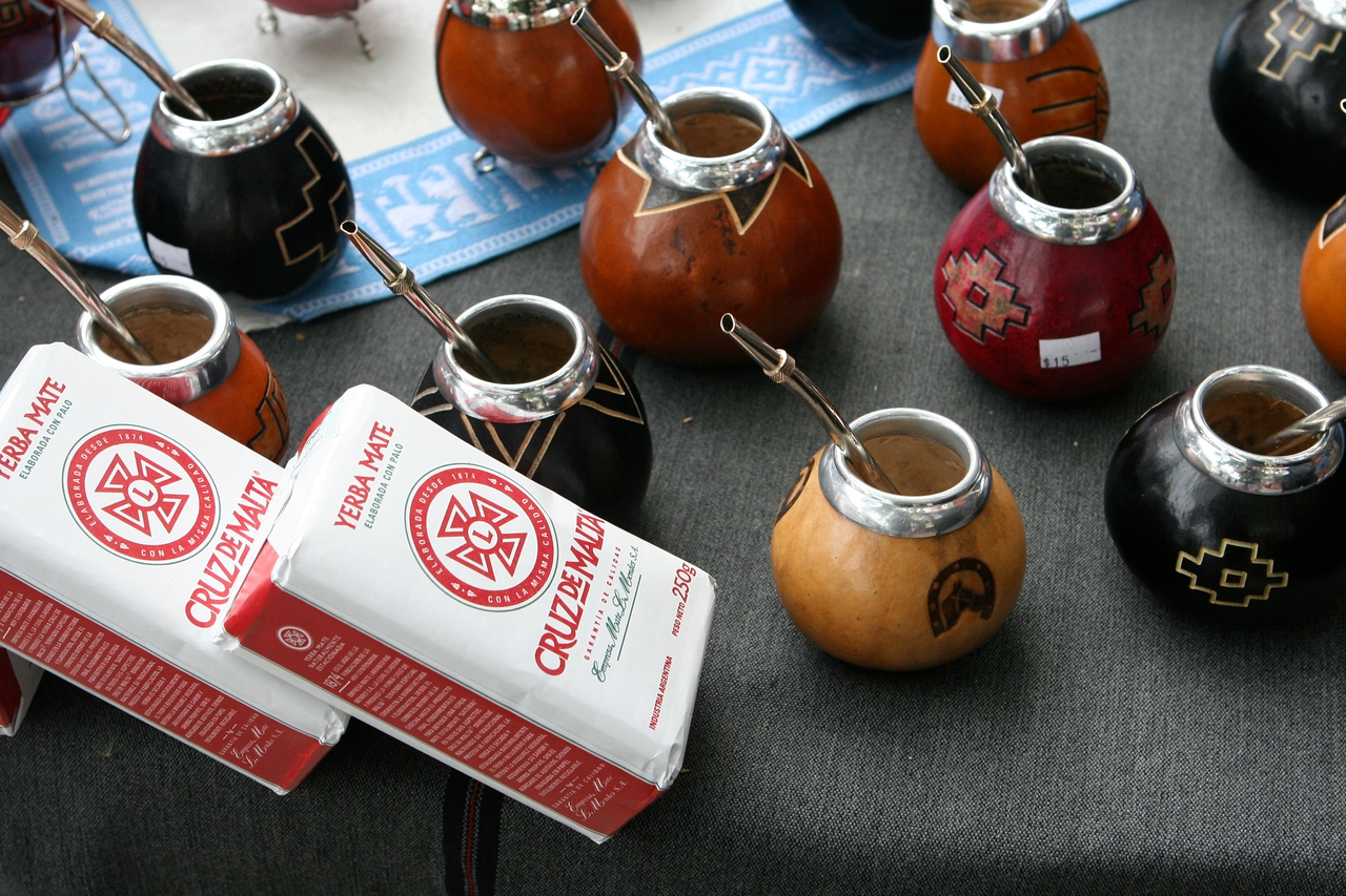 Mate is traditionally drunk in a particular social setting, such as family gatherings or with friends. The same gourd (cuia) and straw (bomba/bombilla) are used by everyone drinking.  Mate is the national drink of Argentina where it is also consumed with either hot or ice cold water