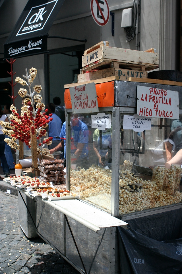 There are many food street vendors along the avenues of San Telmo.