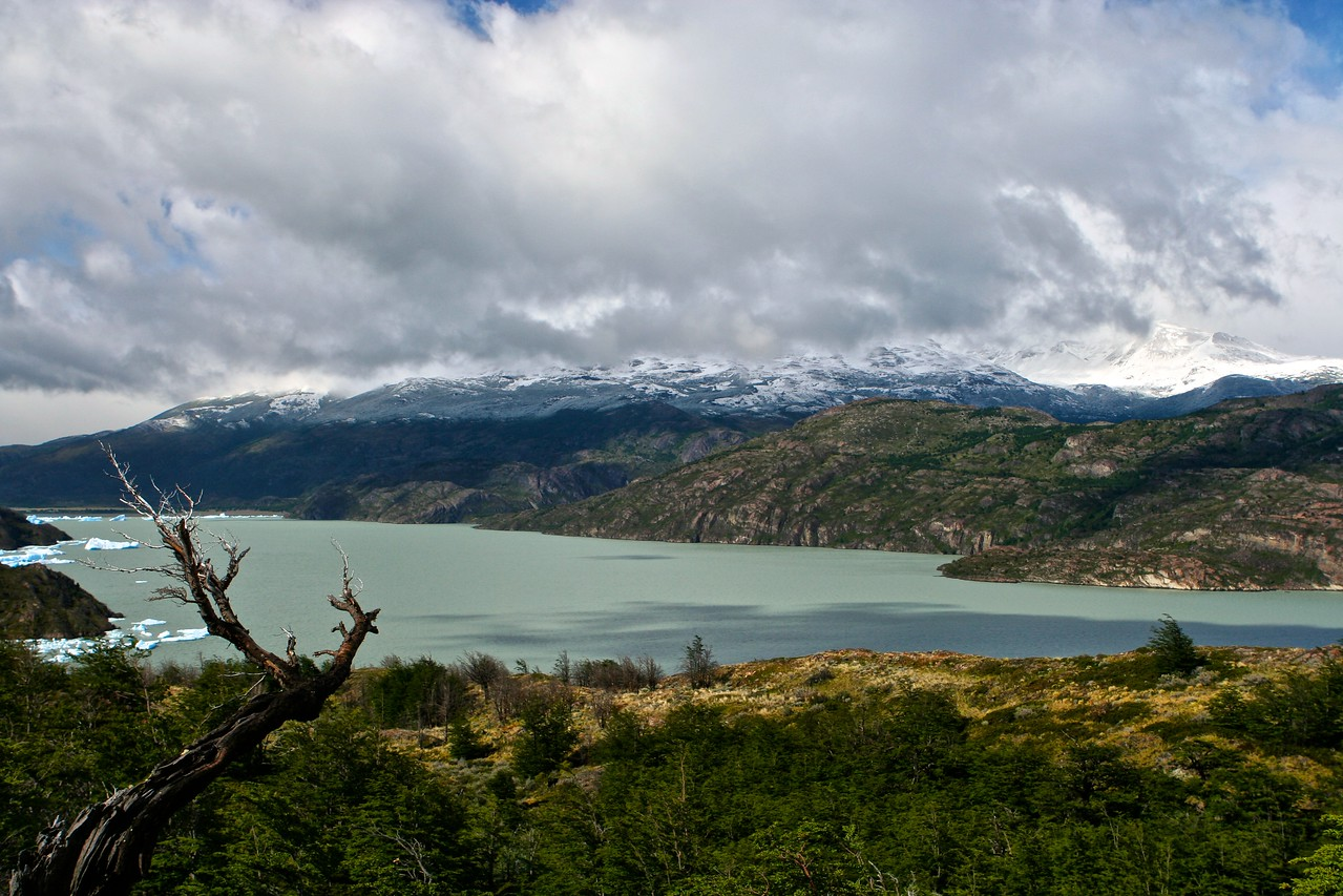 The temperature varies throughout the day in Patagonia.  In this 5 hour hike, we experienced temperature extremes from 35 degrees to almost 60 degrees and all kinds of other weather conditions from snow, rain to sun and cloud.