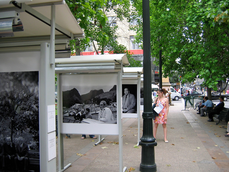 There was a photographic exhibition along the plaza celebrating 100 photos that represented Chile over the years.