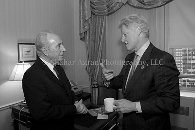 D02-0008-207 US President Bill Clinton with Israel Foreign Minister Shimon Peres
