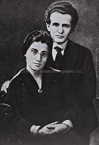 PAULA MONBAS AND DAVID BEN GURION BEFORE THEIR    WEDDING IN NEW YORK.  ôåìä îåðáñ åãåã áï âåøéåï, ìôðé çúåðúí áðéå éåø÷.