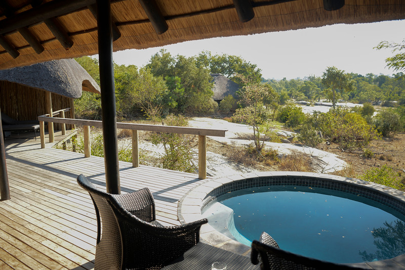 Londolozi private deck and plunge pool.