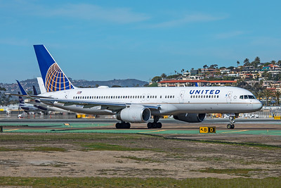 United Airlines Boeing 757-224 N17128 1-31-20