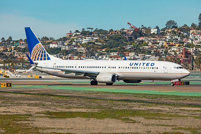 United Airlines Boeing 737-924ER N69804 1-31-20
