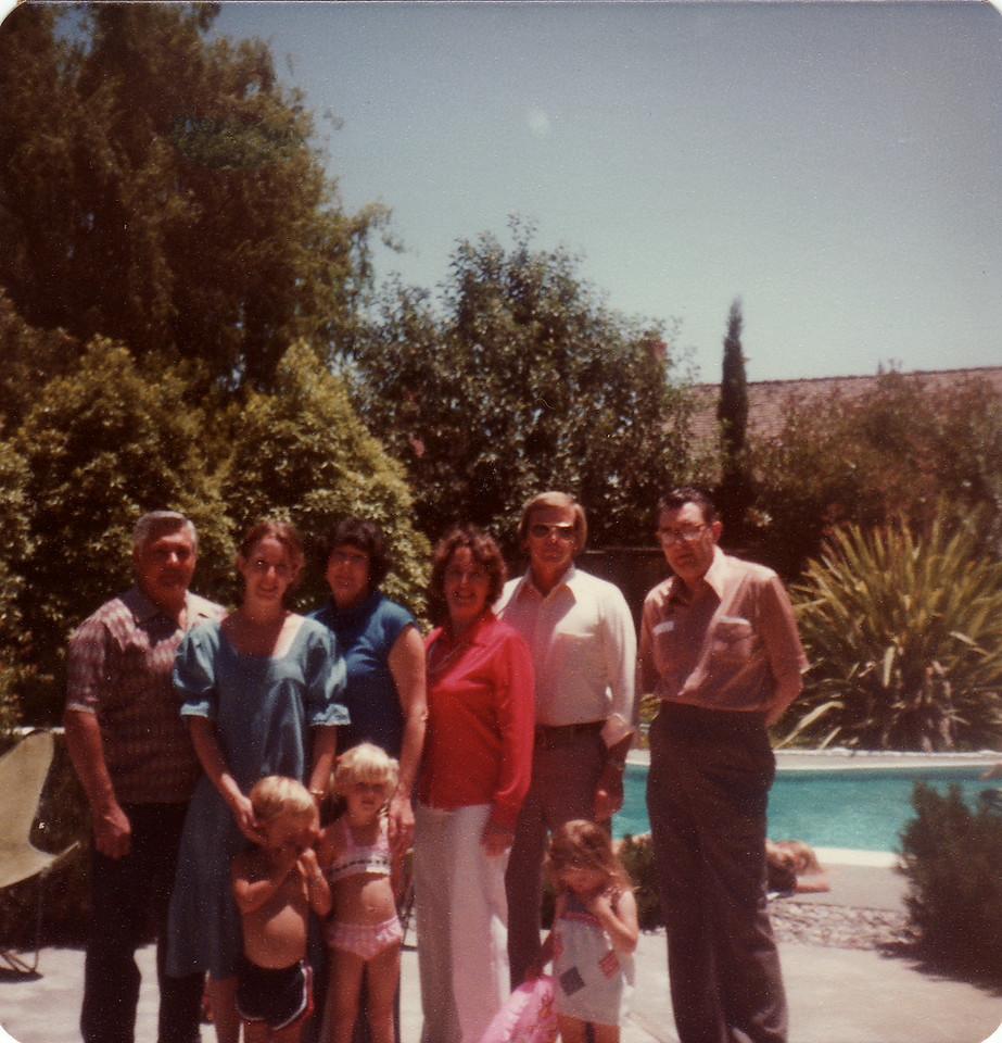 Ralph, Sandi, Donna, Mom, Dad, Eldon, Mark, Sunny, Laura July 1978