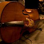Balval, c'est un groupe de cinq musiciens dont les chemins se sont croisés à Paris autour des musiques tsiganes d'Europe orientale. Formé en 2004 à l'initiative de la chanteuse Awena Burgess, le groupe est d'abord trio et s'élargit progressivement pour devenir quintet en 2006. Le répertoire se compose de chansons tsiganes d'Europe de l'Est et des Balkans (Hongrie, Roumanie, Bulgarie, Albanie…) habillées d'arrangements originaux où se croisent jazz, musique latine, rock ou tango, ainsi que de compositions du groupe. Les chansons disent l'amour, le vin, le désir, des histoires de gendarmes et de voleurs, la nature et les songes, tissant ensemble aventures du quotidien et poésie. D'atmosphères intimes en ambiances festives, Balval souffle un blizzard bohème qui se joue des frontières géographiques et musicales : une traversée poignante et poétique d'où l'on sort transporté.