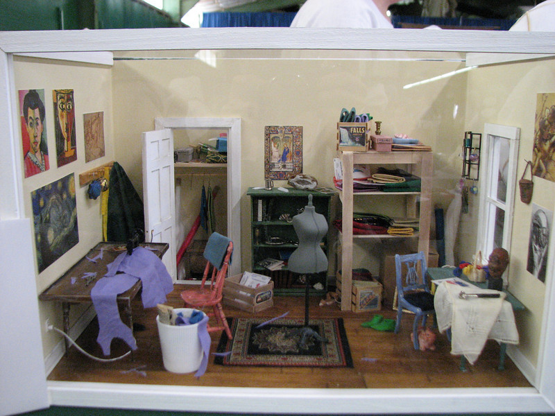 Caemfind's diorama on an SCA sewing room.