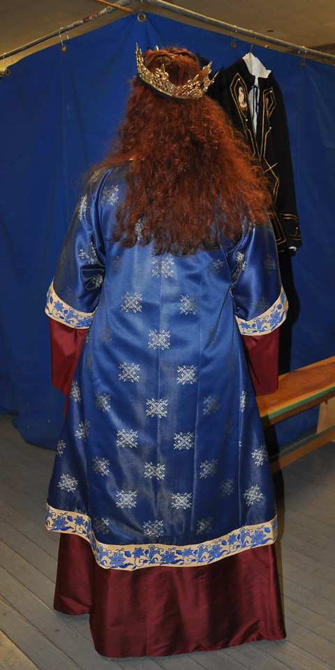 Russian Garb for Their Majesties of Atlantia Vlad and Kalissa, by Lady Cristina Iarina Chaikinaia.  Modeled by HRM Kalissa.