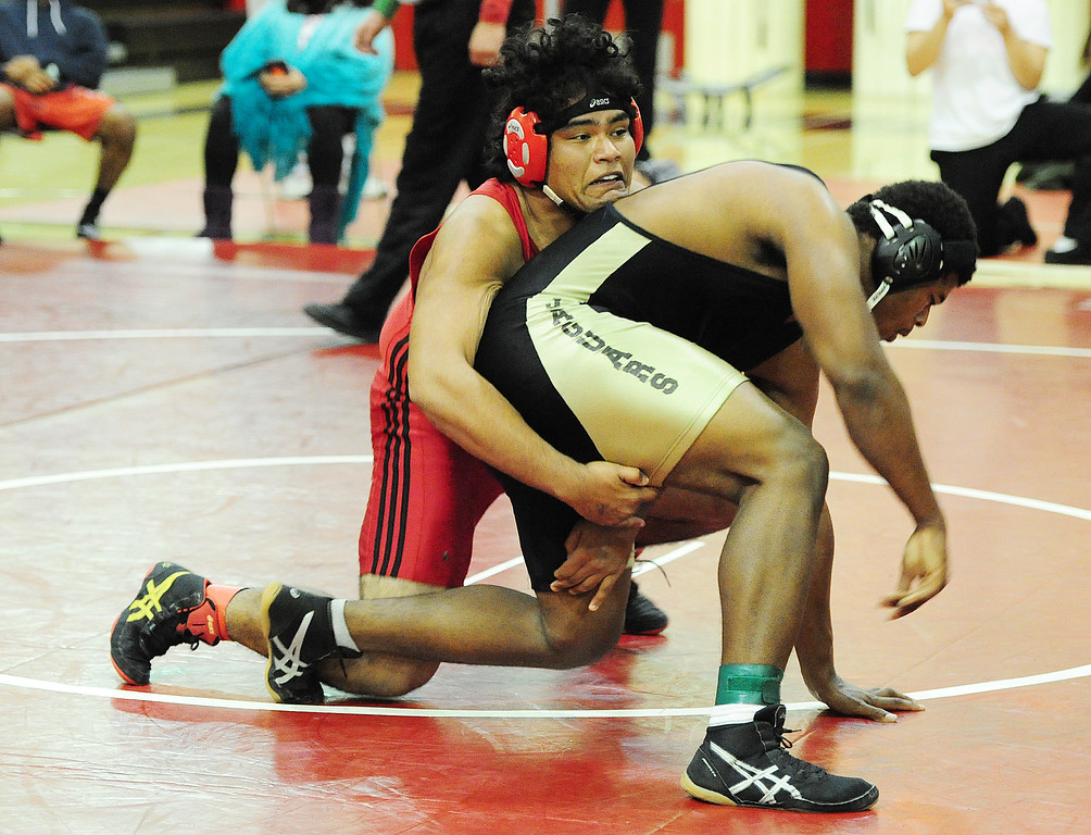 . (CHRIS RILEY �TIMES-HERALD) Fairfield\'s Mondo Calderon gets a hold on Isaiah Franklin during their 220 pound match at the Solano County Athletic Conference finals in Vallejo on Friday.