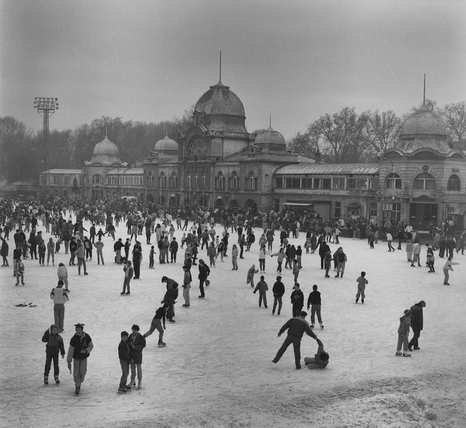 Budapest Skaters -- January 1991