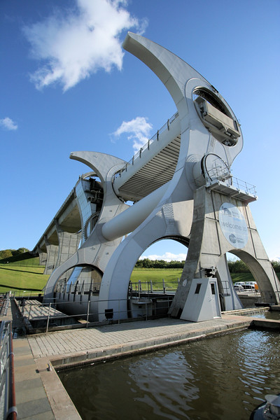 This rotating boatlift at Falkirk, known as the Falkirk Wheel, replaced a series of locks. It raises and lowers canal boats 24 meters in two counterbalanced tubs containing 300 tonnes of water. It is the only one of its kind in the world
