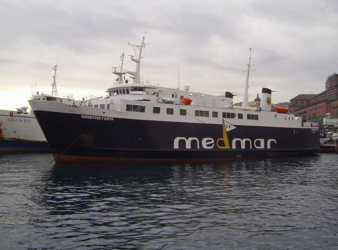 REDENTORE PRIMO departing from Napoli to Ischia.