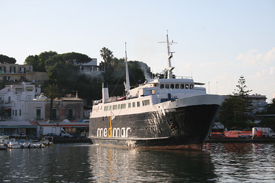 REDENTORE PRIMO departing from Ischia to Napoli.