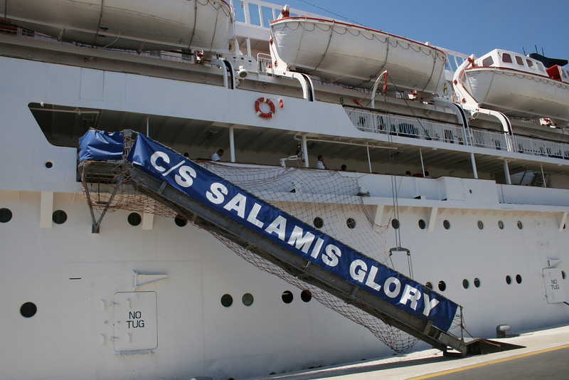 2009 - SALAMIS GLORY in Rodos : passengers' gangway.